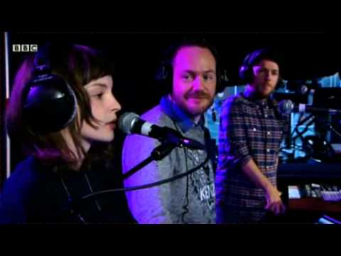 chvrches-lorde-team-bbc-live-lounge-ubermureli