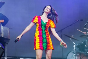 "Lana Del Rey Performed ""Ultraviolence"" At Glastonbury [WATCH]"